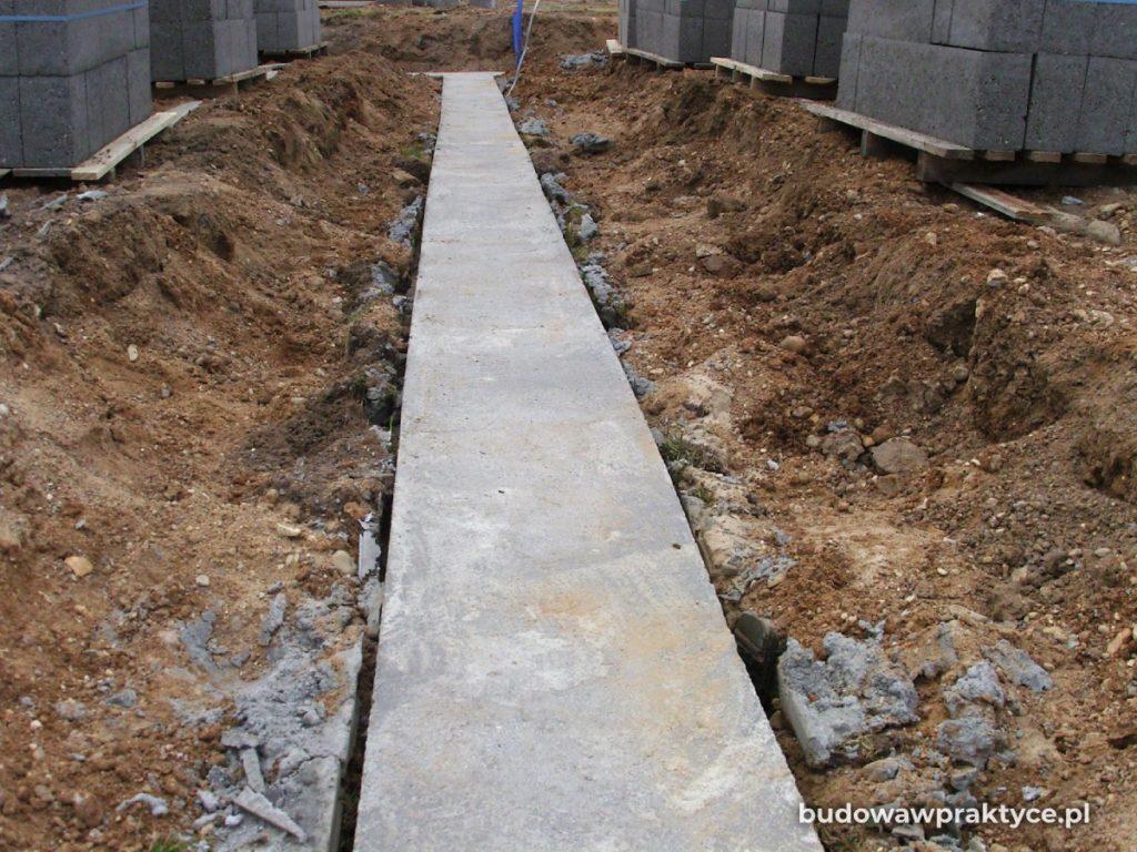 betonowanie ławy fundamentowej