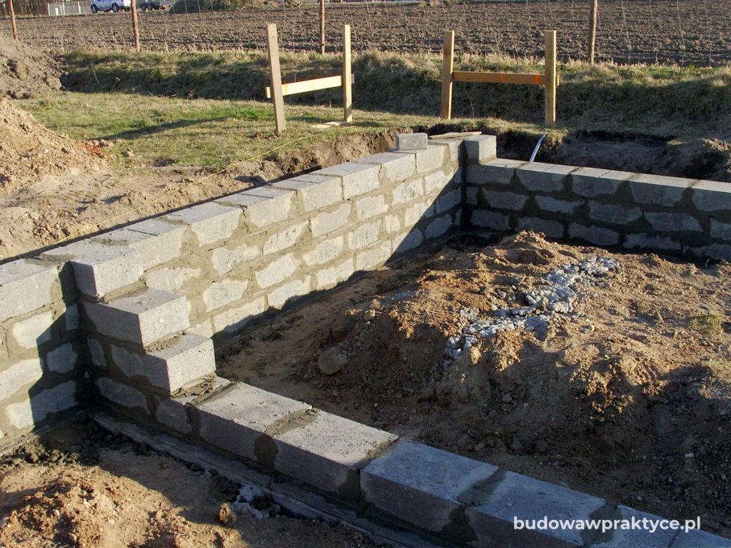 ściany fundamentowe z bloczkó betonowych