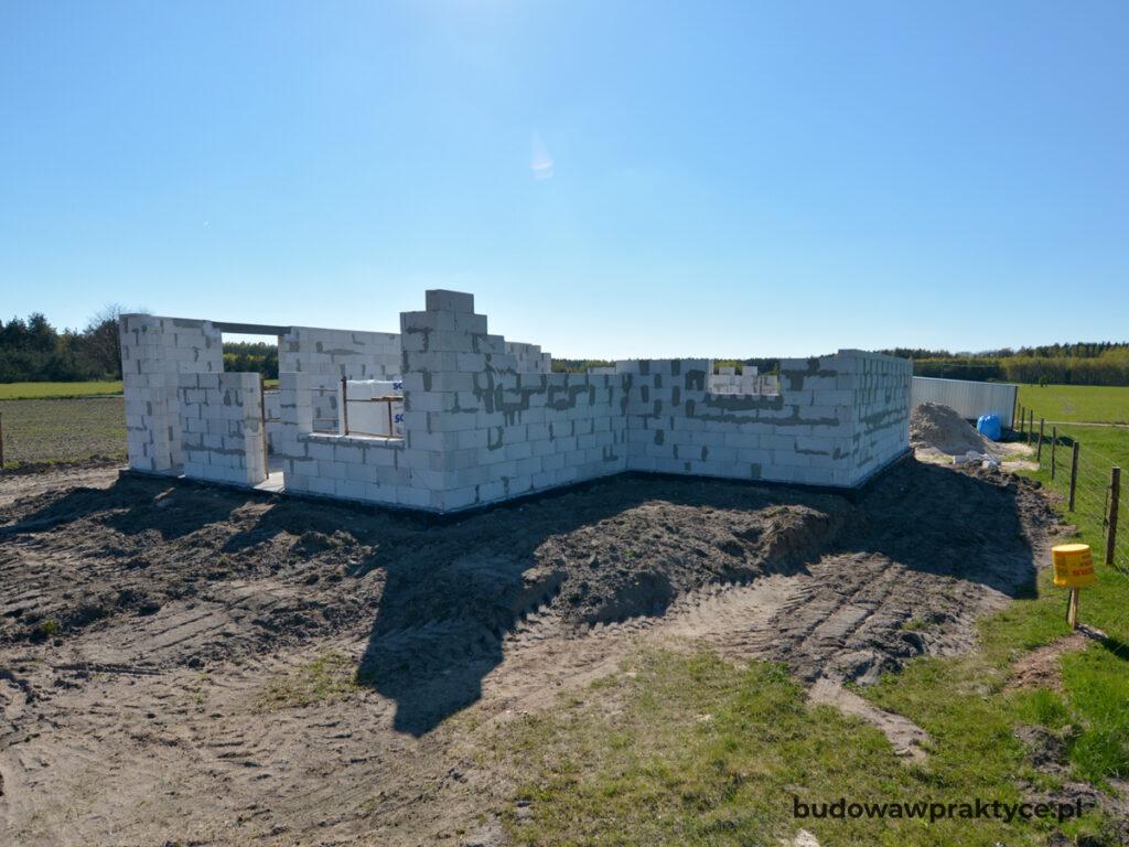 murowanie ścian parteru